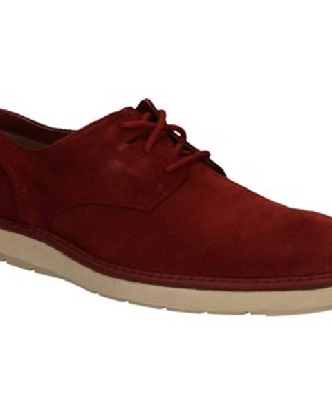 Červené topánky Clarks