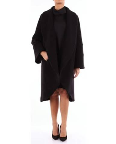 Čierny kabát Gianluca Capannolo